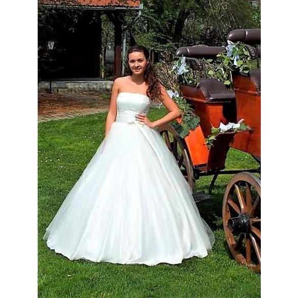 Csilla menyasszonyi ruha