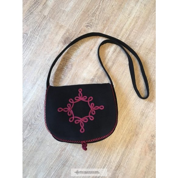 Női táska, bordó zsinóros díszítés