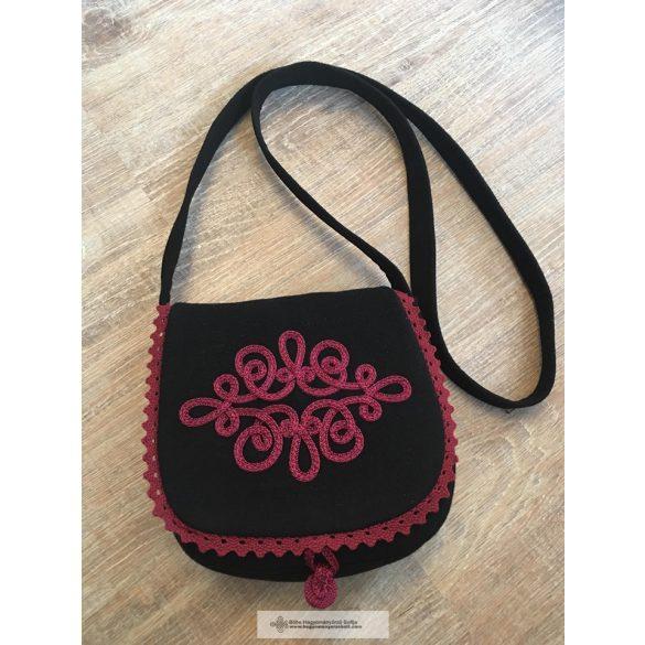 Black women's bag with bordeaux decoration.