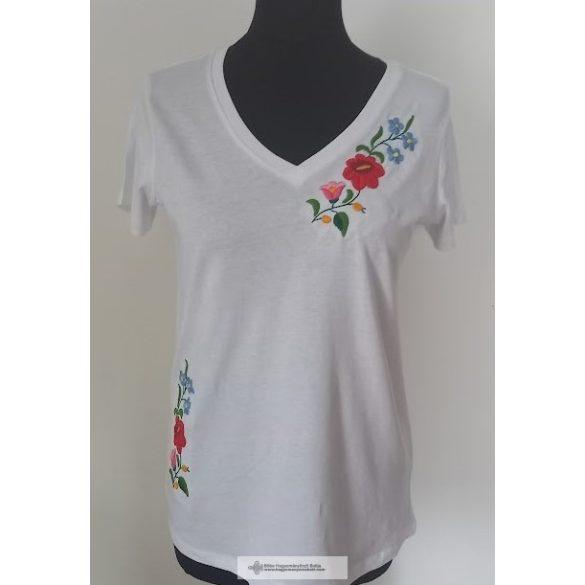 Kata hímzett póló