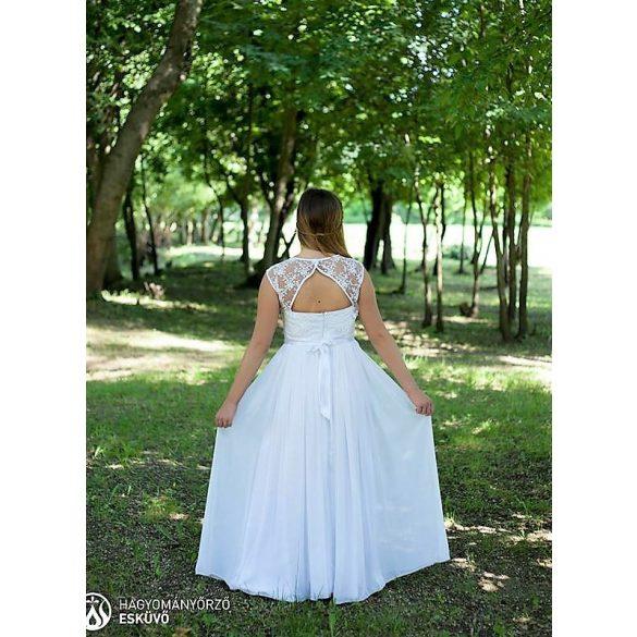 Csipkés menyasszonyi ruha