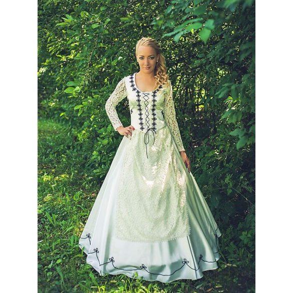 Niki menyasszonyi ruha