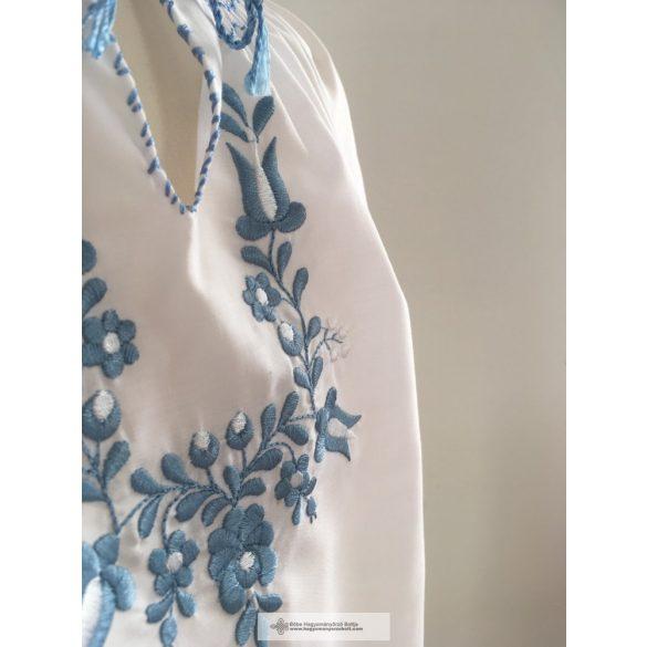 Kislány blúz-Hímzett, kék hímzéssel