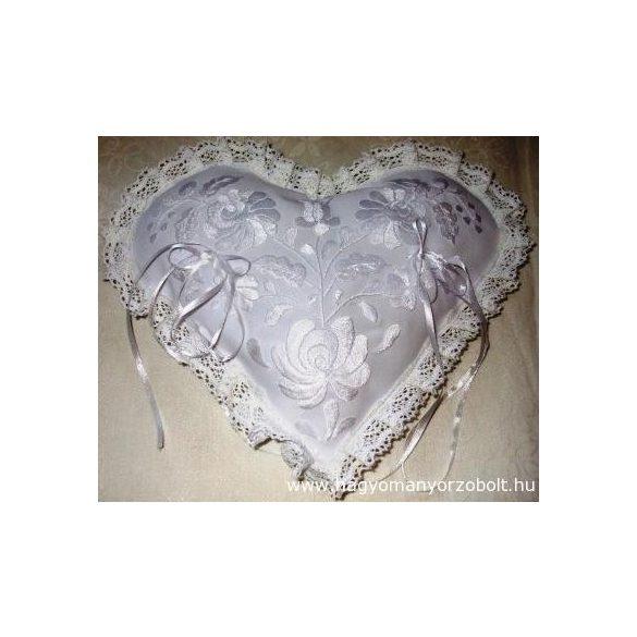 Hímzett gyűrűpárna-Fehér szív