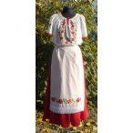 Hímzett menyecske ruha, hosszú szoknyával