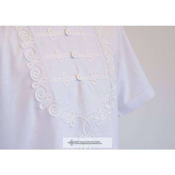 Ungarisches Herrenhemd mit Rippendekoration.