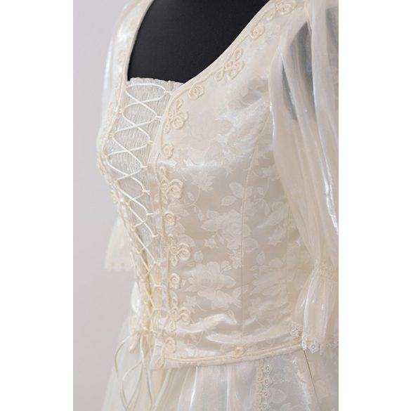 Ekrü színű zsinórozott menyasszonyi ruha