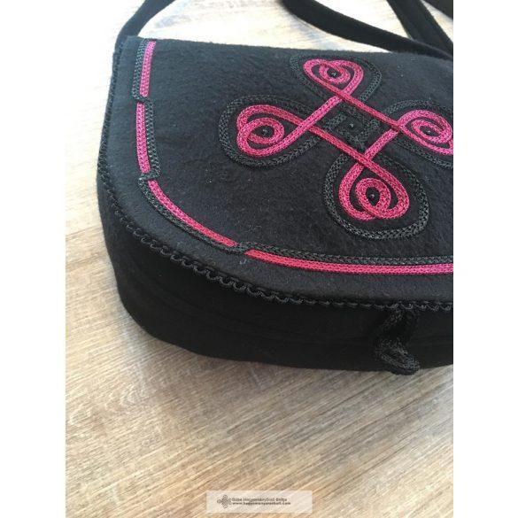 Női táska fekete, bordó díszítéssel