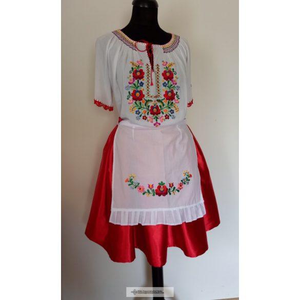 Hímzett ruha együttes