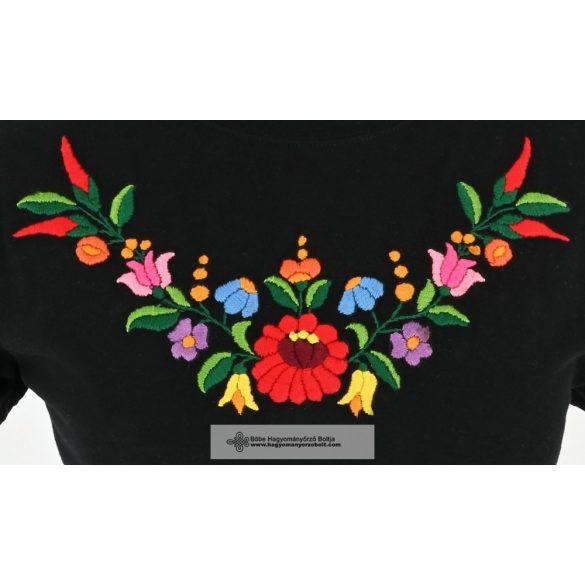 Gyöngyi hímzett póló