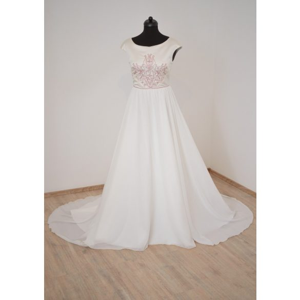 Heni menyasszonyi ruha