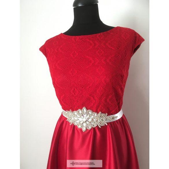 Piros csipkés menyecske ruha