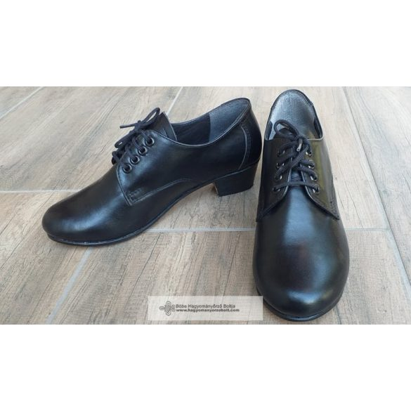 Néptáncos cipő, fűzős