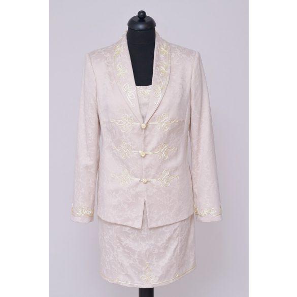 Bea kosztüm