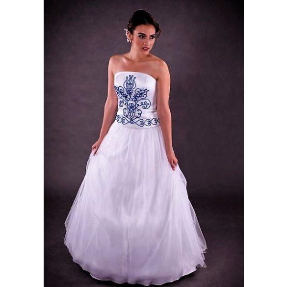 Júlia menyasszonyi ruha